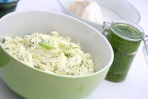 Gesund essen im Frühjahr mit wertvollem Bärlauch-Quark.