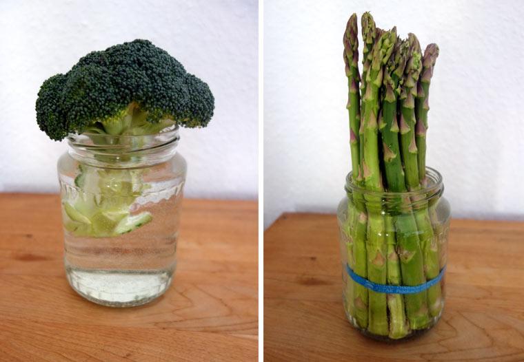 1. Stelle Brokkoli und Spargel ins Wasser