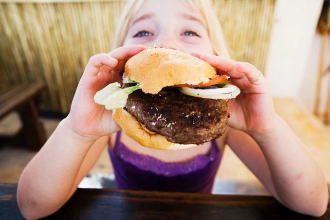 Burger schmecken zwar, gesund sind sie deswegen aber nicht! © Fuse/Thinkstock