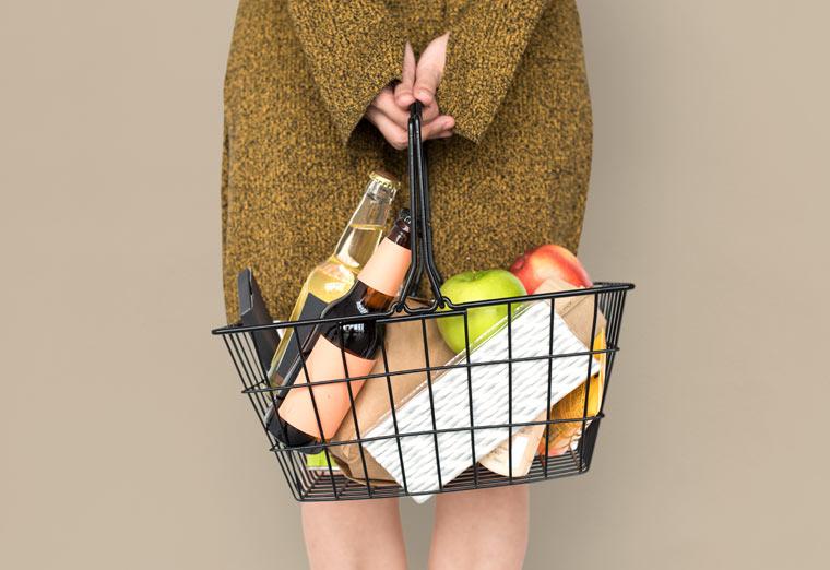 Einkaufskorb mit Bio-Produkten