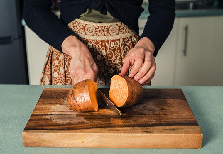 Die von Natur aus süße Kartoffel ist ein leckerer, gesunder Snack für zwischendurch.