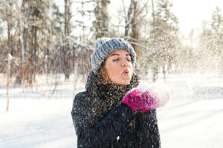 Gesunde Frau im Winter