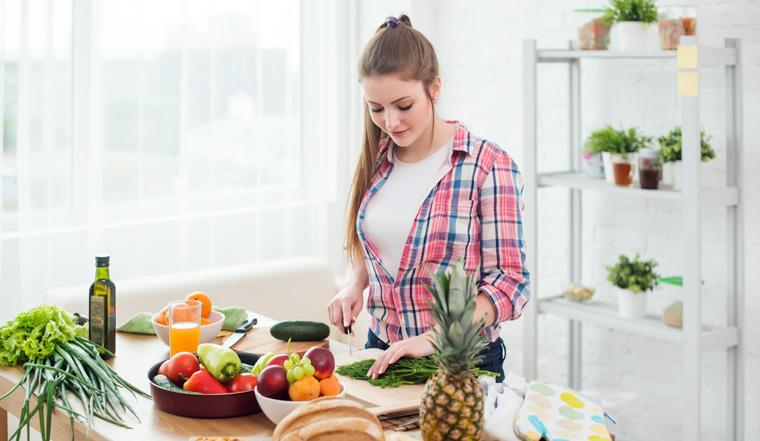 Eine Ernährungsumstellung mit Schwerpunkt auf frischem Gemüse und Obst ist die beste Methode um Gewicht zu verlieren.