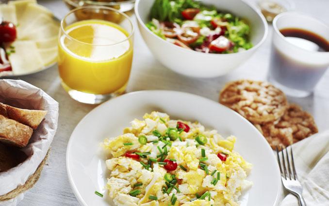 Für 70 Prozent der Deutschen ist das Frühstück eine wichtige Mahlzeit, doch welche CO2-Bilanz hat es eigentlich? © DariaZu/ iStock/ Thinkstock