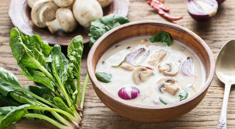 Kochen Sie mehrere Liter Suppe oder Eintopf und frieren Sie sie portionsweise ein.