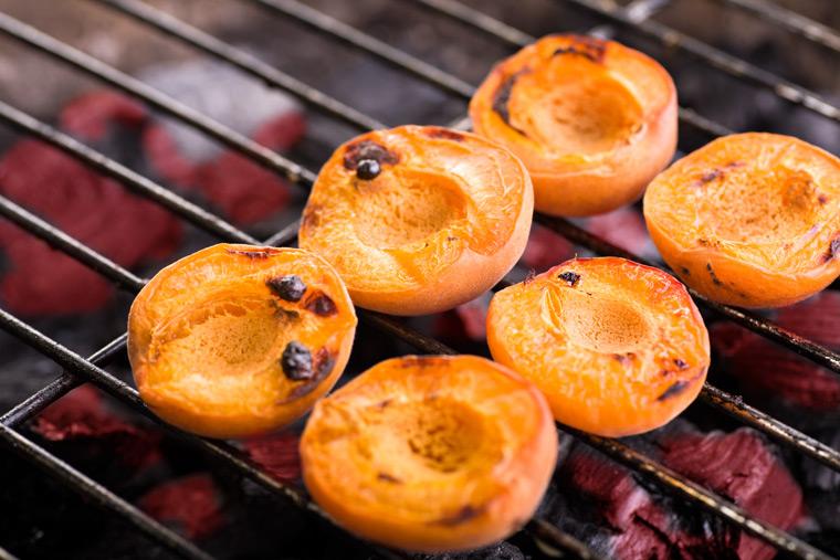Aprikosen vom Grill
