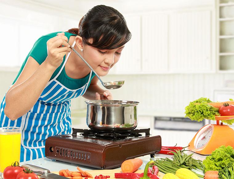 Diese Gemüsesorten solltest du lieber kochen.