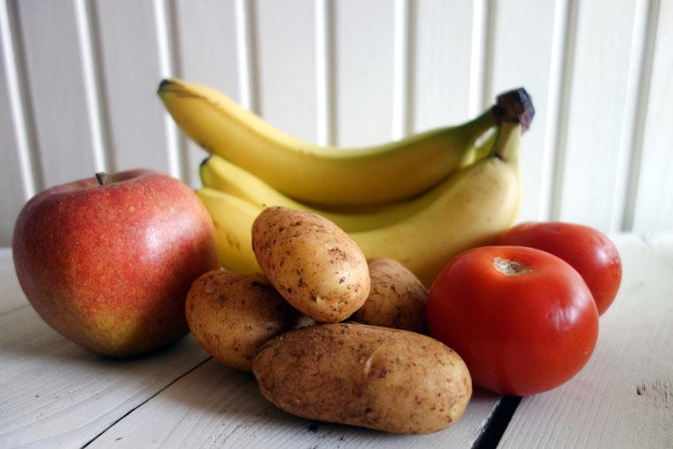 Lagere bestimmte Obst- und Gemüsesorten getrennt voneinander