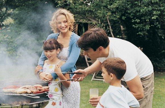 Sommerzeit ist Grillzeit: Unsere Tipps für leckere Feinkost Saucen von byodo als Marinade und Dip