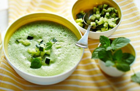 Leckerer Rezepttipp für heiße Sommertage: Kalte Gurkensuppe