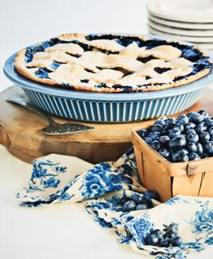 Heidelbeeren schmecken nicht nur gut in Smoothies, Kuchen oder Desserts sondern auch zu deftigen Gerichten