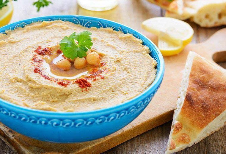 Hummus und Brot