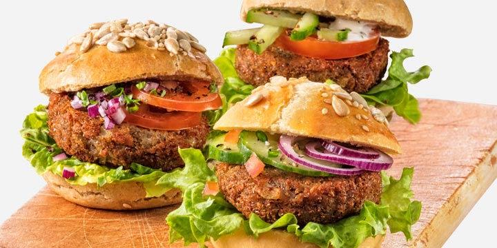 Seit April gibt es die ersten Insekten-Burger bei REWE