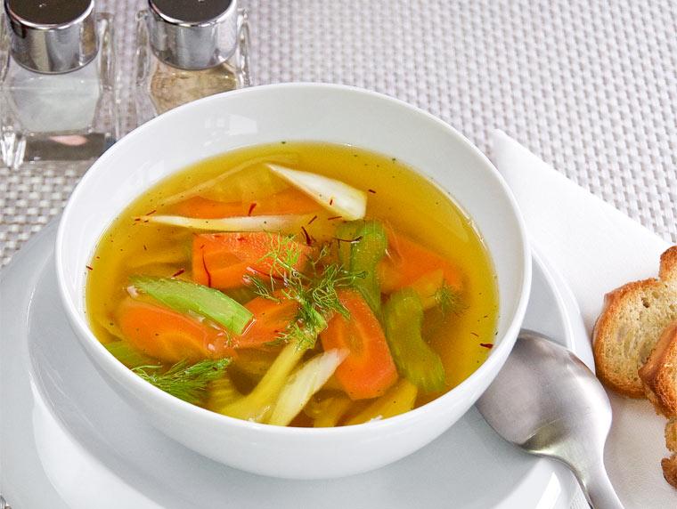 Italienische Gemüsesuppe mit Safran