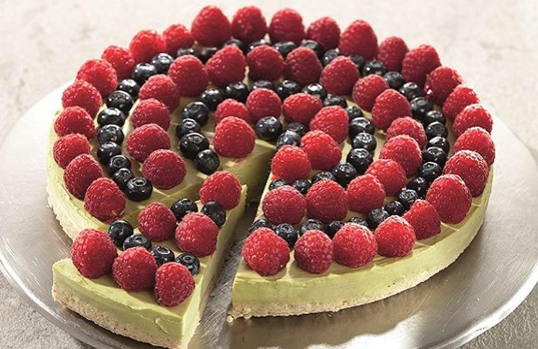 Jungbrunnen-Torte mit Avocado-Zitronen-Creme und Hirse-Vanille-Boden