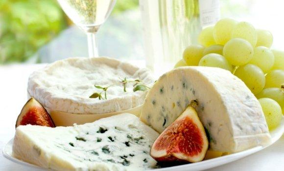 Alles Käse: Sommerlich-leichter Genuss mit Obst