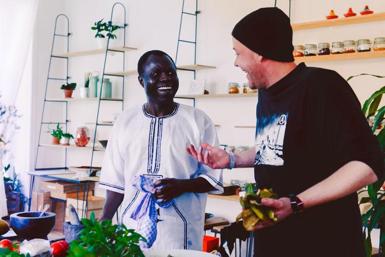 Über den Tellerrand: Kochen mit Flüchtlingen