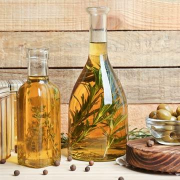 Das perfekte Geschenk: selbstgemachte Kräuteröle