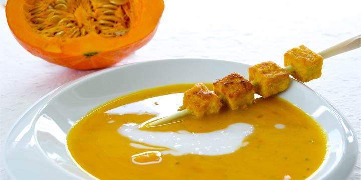 Rezept: Kürbiscremesuppe mit Ingwer und Tofu