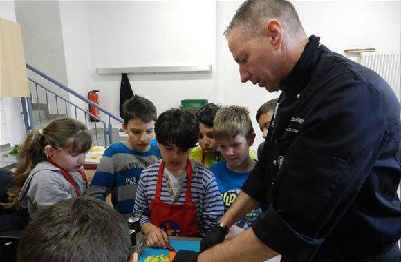 Kolossale Lebensmittelverschwendung: Schüler fragen Mainzer Michael Schieferstein