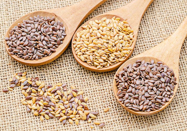 Leinsamen enthalten viele Vitamine und gesunde Fettsäuren.