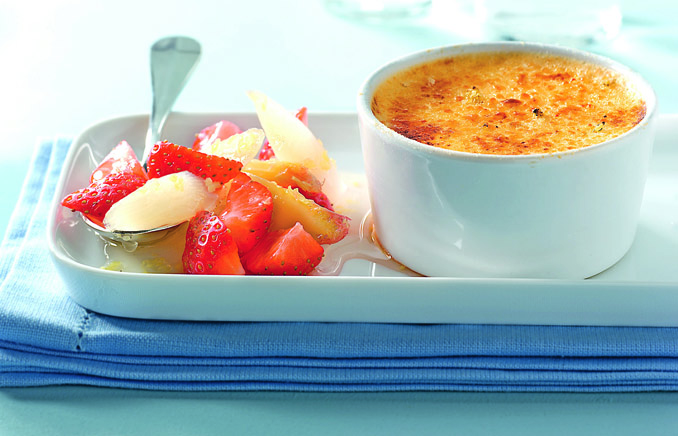 Creme brulee mit Spargel Erdbeeren