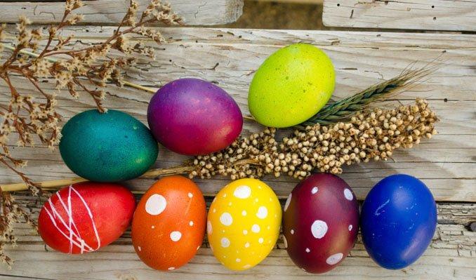Ostereier natürlich färben mit Zwiebelschalen und Co.