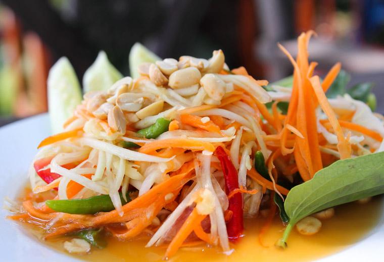 Als Liebhaber der leichten Küche empfiehlt sich Ihnen ein Papaya-Salat