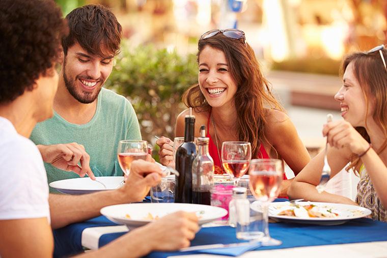 Gemütliches Essen mit Freunden - auch vegan und glutenfrei.