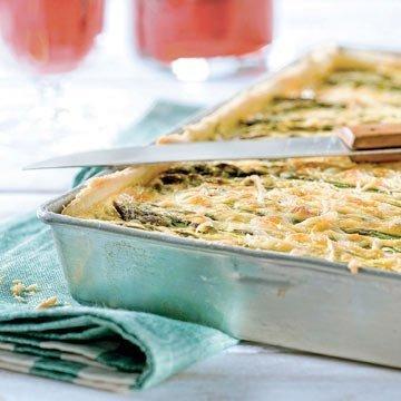 Leckere Quiche mit grünem Spargel