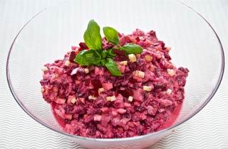 Roter Matjessalat mit Ingwer, Chili und Joghurt