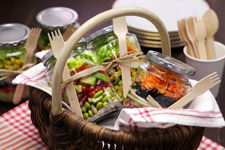 salat im einmachglas 3 salatrezepte to go mit couscous glasnudeln avocado. Black Bedroom Furniture Sets. Home Design Ideas