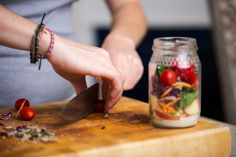 Schichtsalat im Einmachglas