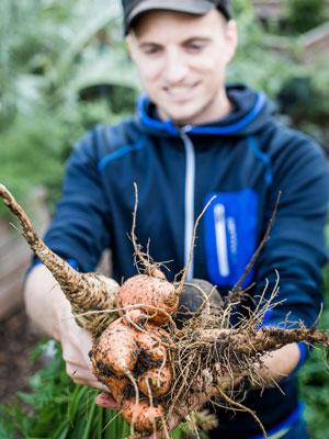 Sebastian Copien baut Gemüse selber an