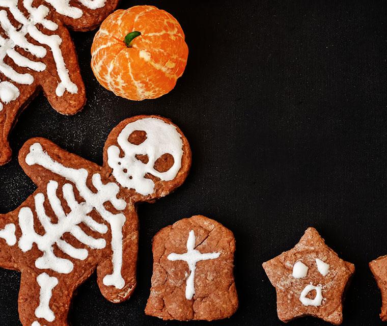 Mandarinen als Halloween-Kürbisse