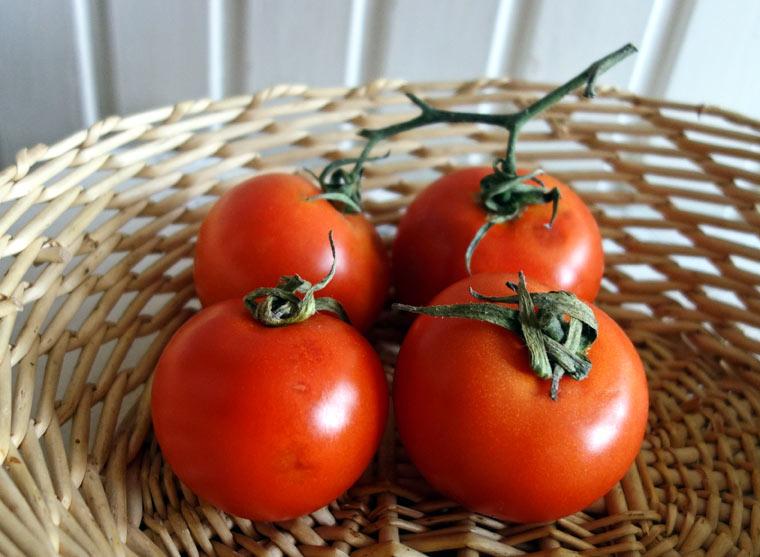 Tomaten mit dem Stiel nach oben lagern