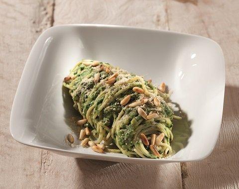 Rezept: Reisspaghetti mit Spinat-Mandel-Creme