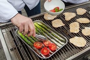 Gemüse und Brot vom Grill - ein Genuss © Bundesprogramm für ökologischen Landbau