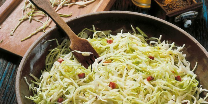 Power-Gemüse Kohl: Weißkrautsalat mit Speck