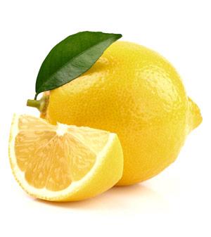 Die Zitrone besticht nicht nur durch ihren frischen Geschmack, sondern wirkt, wie der Apfelessig, basisch