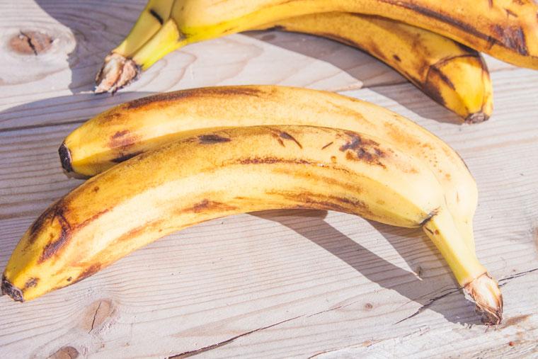 Für das Bananenbrot werden gerettete Bananen verwendet