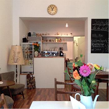 Klein, schnuckelig, vegan - Das Café Hibiskus überzeugte uns durch besten Service und leckere, vegane Backspezialitäten © Café