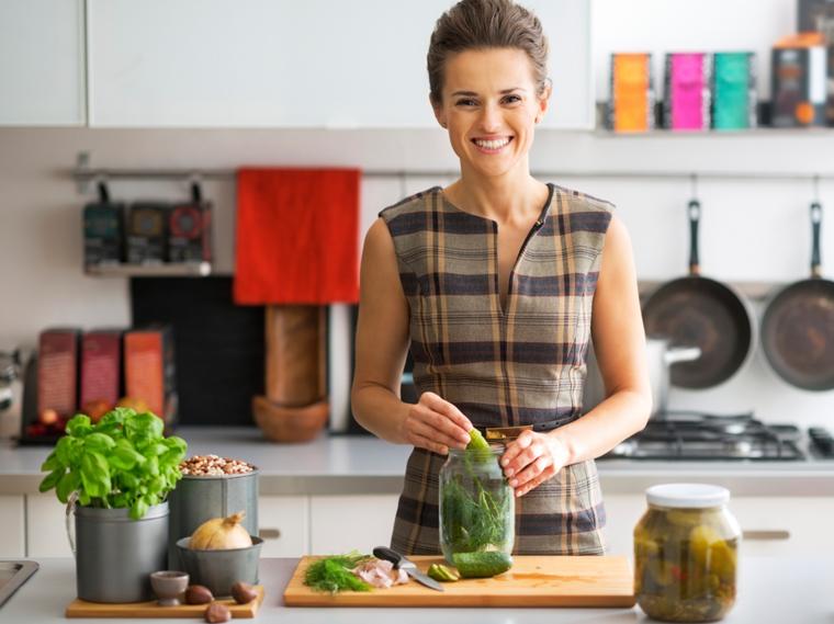 Durch Einkochen oder Einlegen lassen sich sowohl Geschmack als auch Vitamine ganz einfach konservieren.