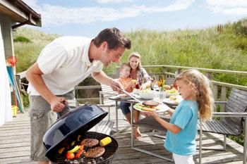 Mit oder ohne Fleisch. Kohle, Gas oder Elektro? Nützliche Tipps für ein gesundes Grillen!