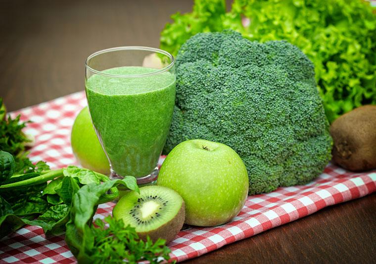 Erfrischend grüner Smoothie voller Energie