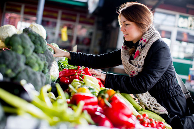 Biologisch, regional und saisonal sowieso.Hamburgs Öko-Wochenmärkte bieten beste Waren an © boggy72 (iStock / thinkstockphotos.com)