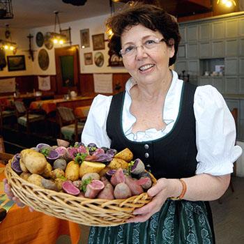 Ulrike Haunschmid zeigt in ihrem Buch die Vielfalt der Knollenfrucht © U. Haunschmid