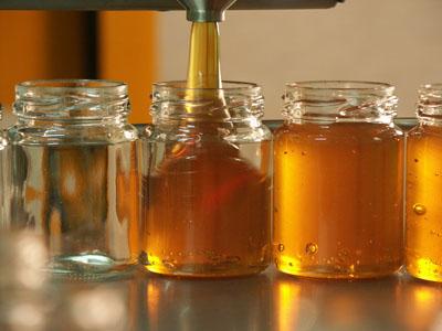 Umfüllen von Honig