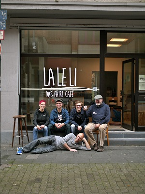 Joachim Hiller mit dem Team des LALELI © Joachim Hiiller