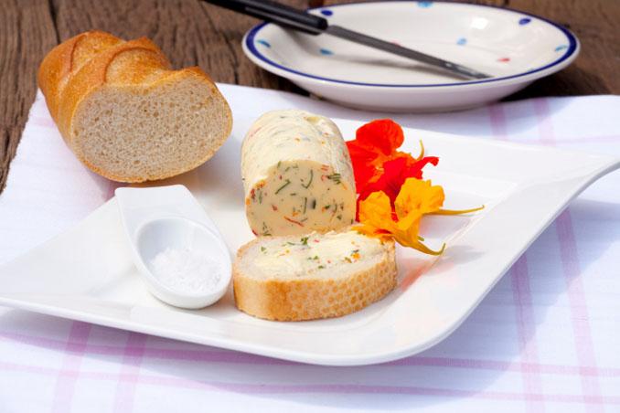 Farbenfroh, lecker und sehr gesund ist die Kapuzinerkresse. Machen Sie es einfach und schnell nach! © TKphotography64 (iStock)